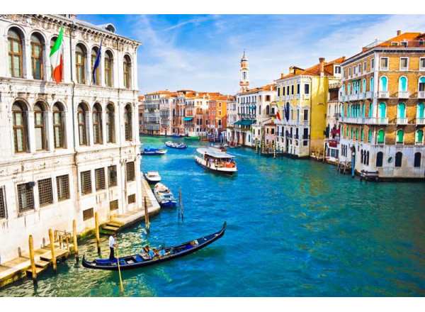 Фотообои Река в городе